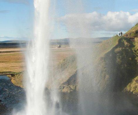 eine gewaltige Geysir-Fontäne