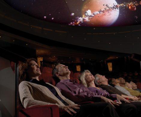 Fast alle Zuschauer sind fasziniert von den Filmen