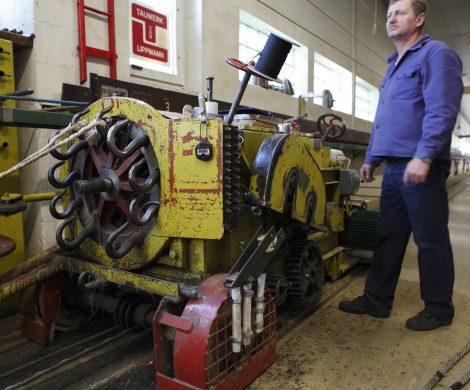 Ein Schlagwagen auf Schienen übernimmt heute die schwere Handarbeit früherer Tage