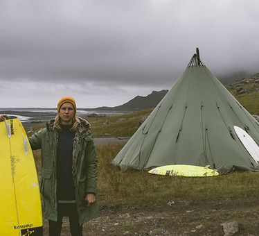 In Island herrscht ein rauhes Klima für Surfer