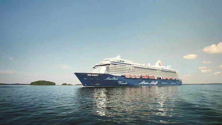 Die Mein Schiff 6 wird in Hamburg getauft
