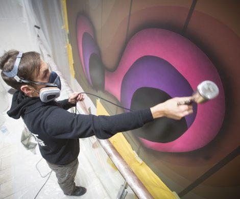 Streetart-Künstler 1010 bei der Arbeit auf Mein Schiff 6