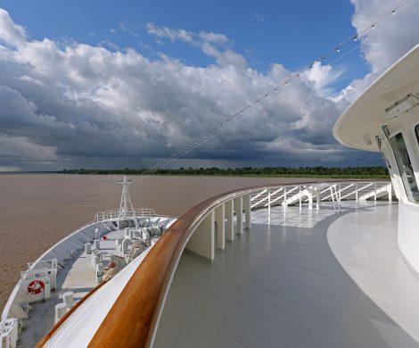 Auf dem Amazonas geht es bis nach Iquitos