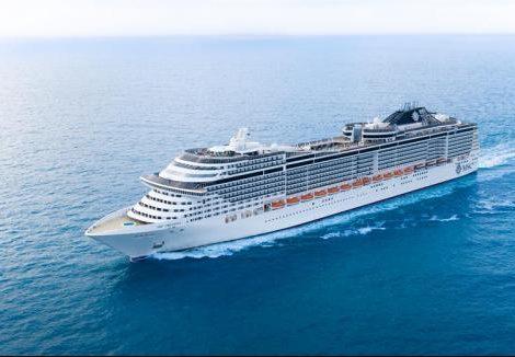 Die MSC Preziosa macht während der Hamburg Cruise Days zwei Tage im Hamburger Hafen fest