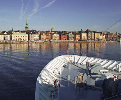 Auf einer ihrer Ostseereisen läuft die MS HANSEATIC die schwedische Hauptstadt Stockholm an.