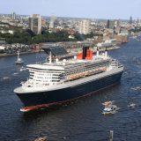Die Queen Mary 2 von Cunard bei einer der triumphalen Anläufe in Hamburg