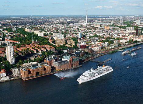 Für den Winter verlässt die MS Europa Hamburg und kreuzt in der Südsee