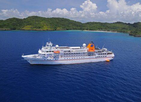 Das Expeditionsschiff MS Bremen von Hapag-Lloyd Cruises fährt im Oktober 2018 auf einer Premierenroute im West-Pazifik. Auf der neuen Expedition durch die Inselwelt von Japan über Taiwan und die östlichen Philippinen entdecken die Expeditionsteilnehmer sehr selten bereiste Destinationen.