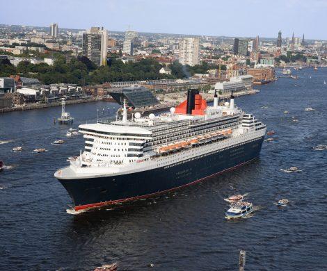 Die Queen Mary 2 kreuzt seit gestern Abend westlich von Helgoland im Sturm.