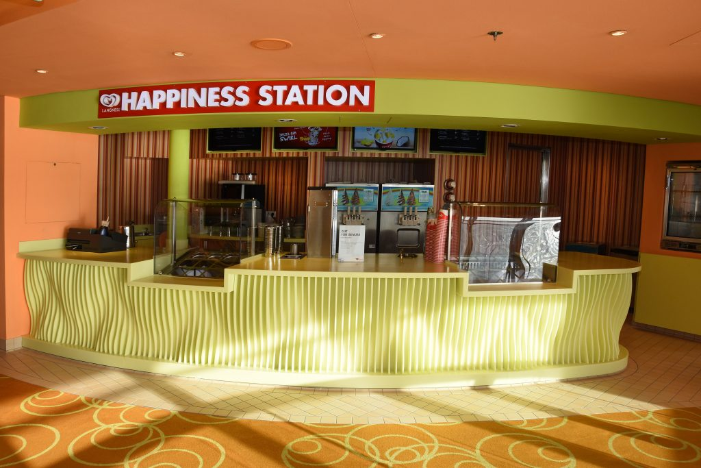 AIDAblu - Erste Langnese Happiness Station auf See
