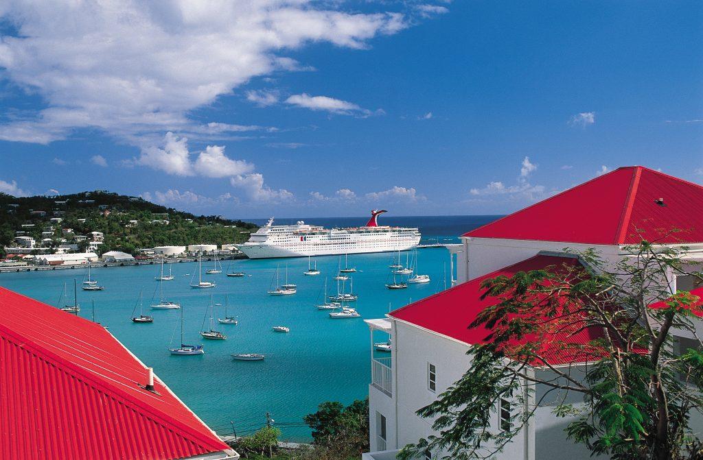 """Die von dem schweren Hurrikan """"Irma"""" betroffenen Karibikhäfen sind für Kreuzfahrer wieder zugänglich. Mit der Viking Sea lief gestern das erste Kreuzfahrtschiff wieder St. Maarten an."""