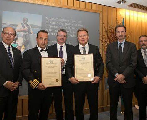 """Vize-Kapitän und Team-Leader an Bord der Crystal Esprit, wurden von der International Maritime Organization (IMO) mit dem """"Preis für außergewöhnliche Tapferkeit auf See 2017"""" ausgezeichnet."""