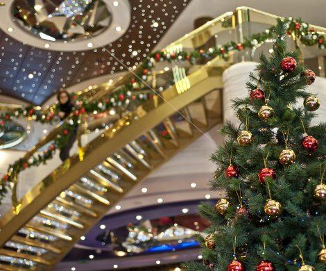 So schön wird der Weihnachtsbaum bei MSC Kreuzfahrten geschmückt