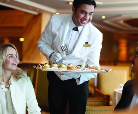 """Eine ideale Möglichkeit, von offenen Positionen zu erfahren und sich gleichzeitig direkt den Reedereien vorzustellen, ist die """"Cruise Jobs & Hotel Career Lounge"""", deren Frühjahrsausgabe am Donnerstag, 8. Februar 2018, im NOVOTEL Hannover stattfinden wird. Die Messe ist auf Jobs für die Kreuzfahrtbranche und gehobene Hotellerie spezialisiert."""