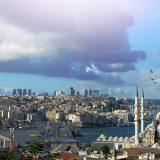 Die Türkei will noch in diesem Jahr mit dem Bau eines neuen Kanals zwischen dem Schwarzen und dem Marmarameer in Istanbul beginnen. Mit dem neuen Kanal soll der Bosporus entlastet werden, der jedes Jahr von mehr als 50.000 Schiffen durchfahren wird.