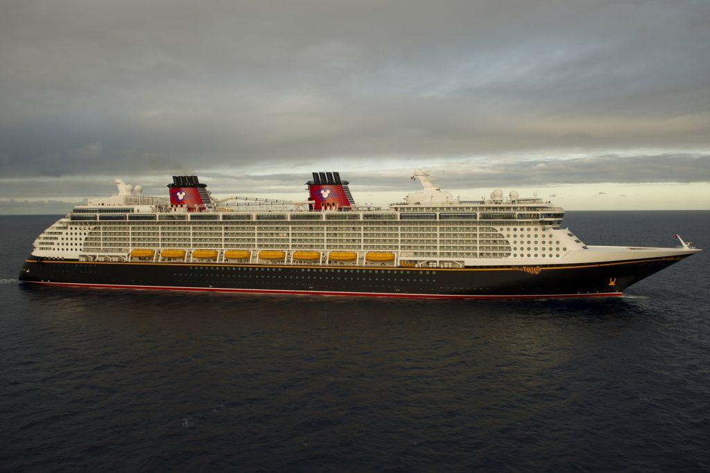 Die Helden aus Star Wars stechen in See: Von Januar bis Anfang März 2019 finden achttägige Reisen auf der Disney Fantasy statt, bei denen die Gäste mit den Figuren der Welraum-Saga durch die Karibik segeln.