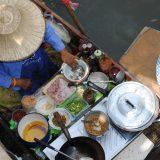"""Intrepid Travel bietet einmalig ein neues gastronomisches Abenteuer an: die 101-tägige """"Iss dich einmal um die Welt""""-Tour. Reisende haben die Möglichkeit, sich durch mehr als 150 lokale Gerichte und Delikatessen zu essen, zu knabbern, zu schlecken und zu schlürfen."""