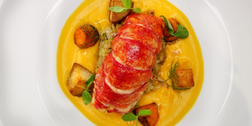 Celebrity Cruises hat einen Michelin-Sterne-Koch das Gastronomiekonzept für die Celebrity Edge entwickeln lassen. Mit insgesamt 29 verschiedenen gastronomischen Angeboten – darunter vier Hauptrestaurants sowie sieben Spezialitätenrestaurants – werden Schiffsgästen mehr Optionen als je zuvor geboten.