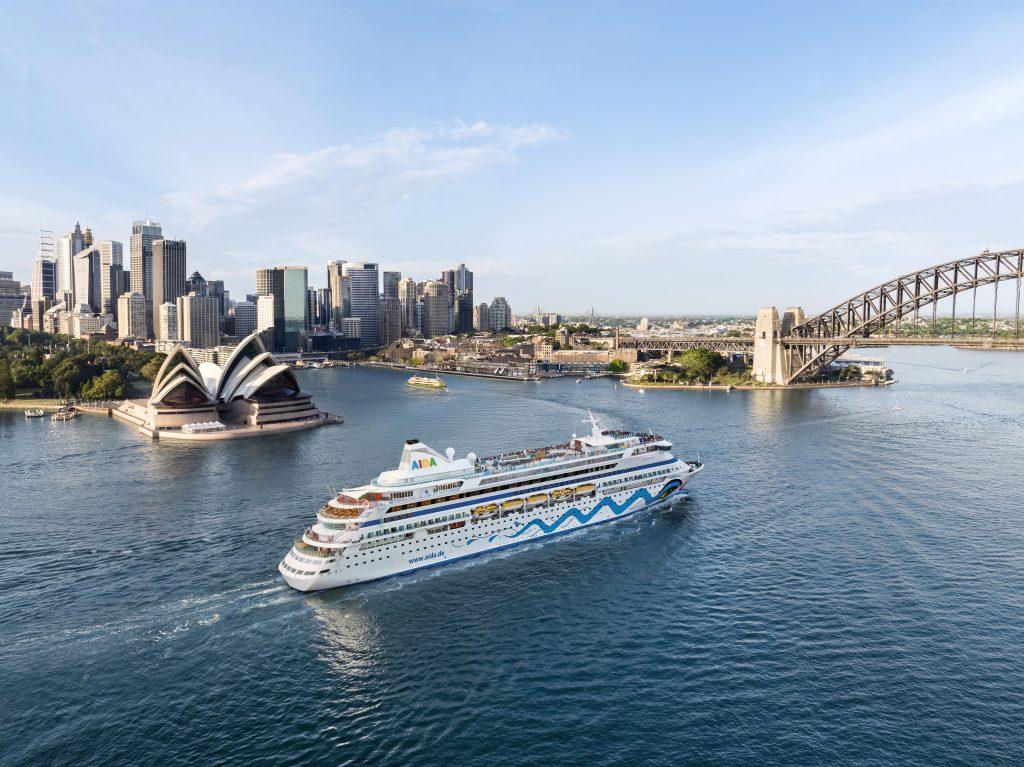 Ab sofort ist die dritte Weltreise von Aida Cruises buchbar. Die 117-tägige Kreuzfahrt führt vom 28. Oktober 2019 bis zum 22. Februar 2020 ab/bis Hamburg mit 41 Häfen in 17 Länder auf vier Kontinenten.