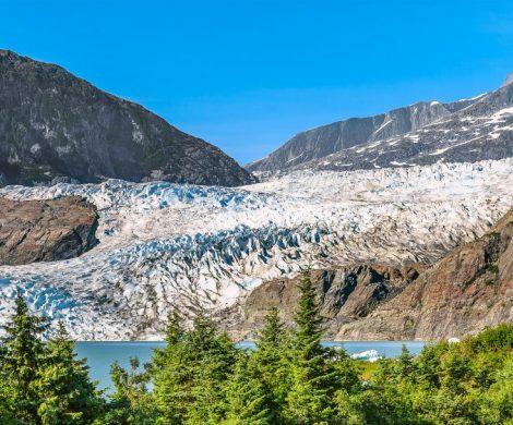 Cunard Line hat für die Alaskafahrten der Queen Elizabeth eine Kooperation mit der Zuggesellschaft Rocky Mountaineer abgeschlossen. Ziel ist es den Kreuzfahrtgästen Alaska und die kanadischen Rocky Mountains auch an Land näherzubringen. Dafür werden spezielle Vor- und Nachprogramme mit den schönsten Strecken zusammengestellt.