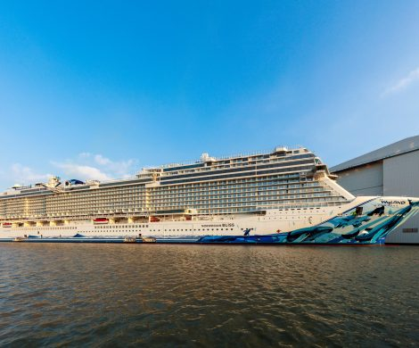 Das neue Kreuzfahrtschiff der amerikanischen Reederei Norwegian Cruise Line, die Norwegian Bliss, wird nach Angaben der Meyer-Werft am Dienstag, den 13. März 2018 Papenburg verlassen und die Emsüberführung nach Eemshaven (Niederlande) starten. Die Ankunft in Eemshaven ist am Donnerstagmorgen geplant.
