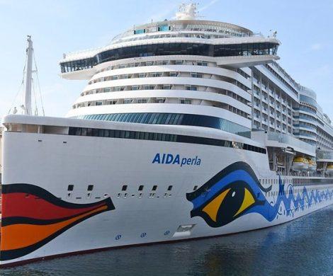 """Wegen des starken Windes kann die AIDAperla Hamburg nicht anlaufen Der Hamburger Hafen und die Elbe wurden von den Behörden geschlossen wurden. Eigentlich hätte die """"Aidaperla"""" heute Morgen um 8 Uhr morgens am Cruise Center in Steinwerder festmachen sollen, doch Sturmböen machten diese Pläne zunichte"""