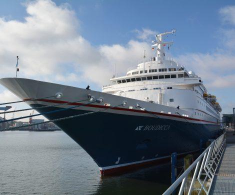 """Größtes Schiff der Saison ist die """"MSC Preziosa"""" (139.000 BRZ), die am 28. April erstmals auf der Förde zu sehen ist. Highlights der Saison sind die Präsentation des jüngsten Neubaus der TUI Cruises, der """"Mein Schiff 1"""" (neu), sowie sieben weitere Erstanläufe - darunter Cunards """"Queen Victoria"""", die am 17. Juli am Ostseekai festmacht."""