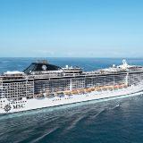 Die MSC Armonia hat im Hafen von Roatan (Honduras) die Pier gerammt und ist dabei am Bug beschädigt worden. Passagiere und Crewmitglieder wurden nach Angaben der Reederei nicht verletzt.