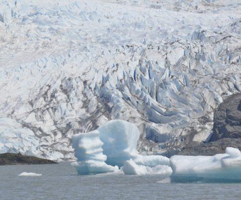 Aufgewacht vor einer riesigen Eiswand