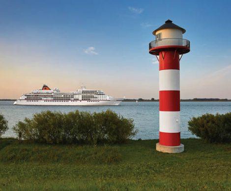 22 Mal laufen die Schiffe von Hapag-Lloyd-Kreuzfahrten bis Oktober Heimathäfen in Deutschland an. Neben üblichen Häfen wie Hamburg oder Kiel sind aber auch Binz, Borkum, Heringsdorf, Helgoland und Sylt Anlaufstätten für die Hapag Lloyd-Schiffe.