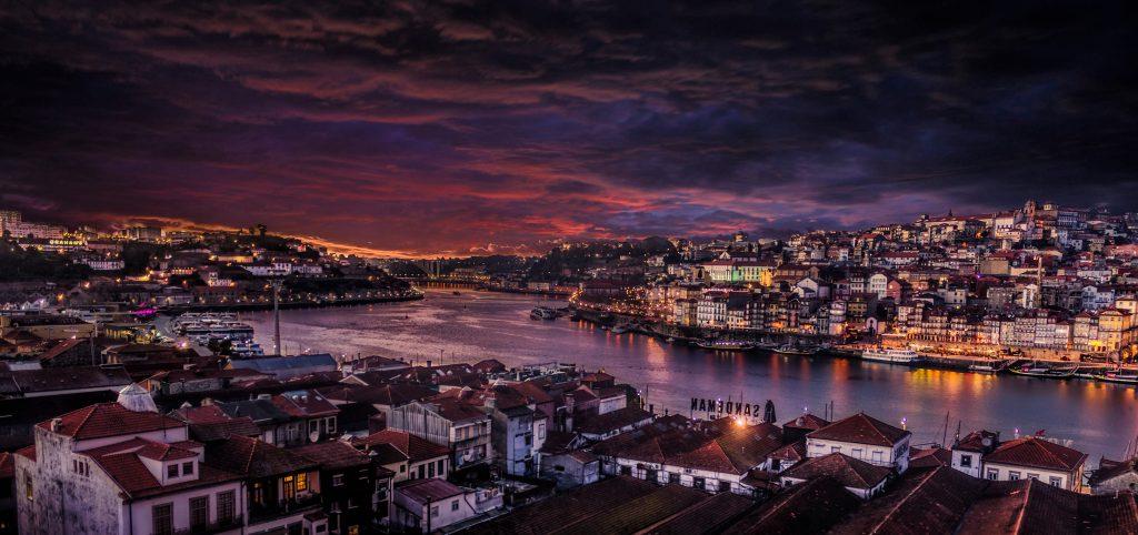 Der Flussreiseanbieter Arosa unternimmt ab Mai 2019 erstmals Kreuzfahrten auf dem Douro in Portugal und Spanien. Dafür wird derzeit extra ein eigenes Schiff gebaut. Der 80 Meter lange Neubau für 126 Passagiere wird von Mai bis November einwöchige Reisen ab/bis Porto unternehmen
