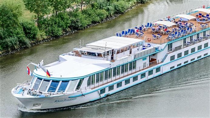 Das 110 Meter lange deutsche Fluss-Kreuzfahrtschiff Rhein-Prinzessin des Bonner Reiseveranstalters Phoenix-Reisen ist auf dem Rhein nahe Rastatt auf Grund gelaufen. Das Schiff hat sich mit dem Bug festgefahren