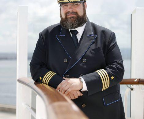 """Nein, es wird nicht das """"Bobbele"""". Aber der zukünftige Kapitän von AIDAnova steht fest: Namensvetter Boris Becker wird das neue Kreuzfahrtschiff übernehmen. Er stellte im Laufe seiner Karriere bei AIDA Cruises bereits mehrere Neubauten erfolgreich in den Diens"""