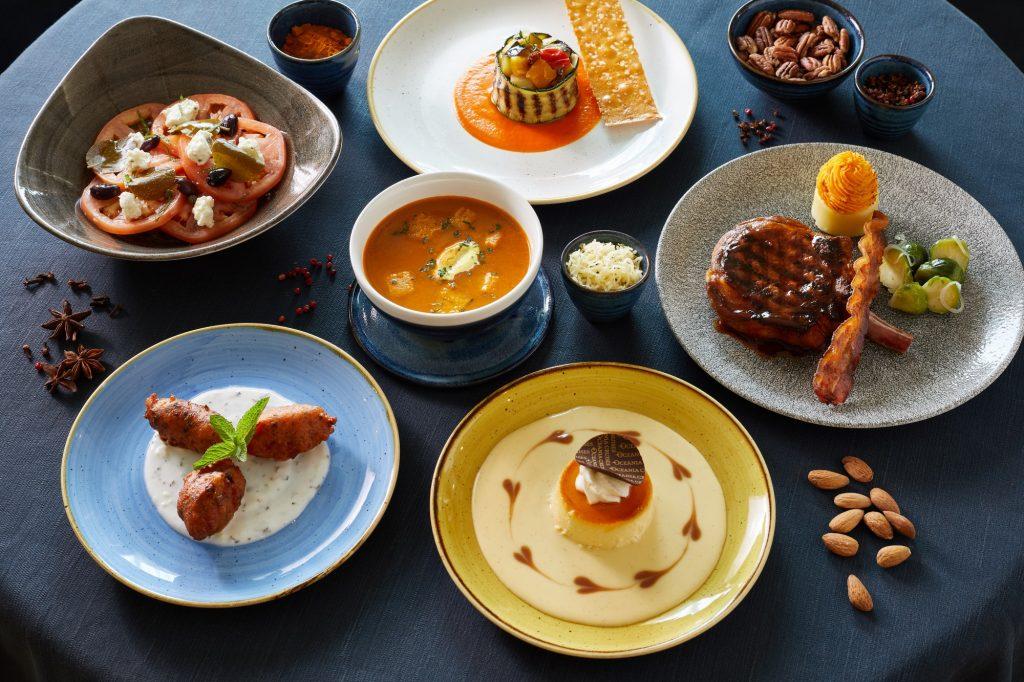 """Oceania Cruises präsentiert jetzt laut eigenen Angaben das umfangreichste und vielfältigste Speisenangebot auf See. Es bietet ein breites Spektrum an Geschmacksrichtungen aus aller Welt sowie neue Executive Chef's """"Food & Wine Pairings"""".. Jeden Abend stehen den Gästen im Grand Dining Room mehr als zwei Dutzend Gerichte zur Auswahl. Insgesamt sind es 800 unterschiedliche Speisen, die die Karte umfasst."""