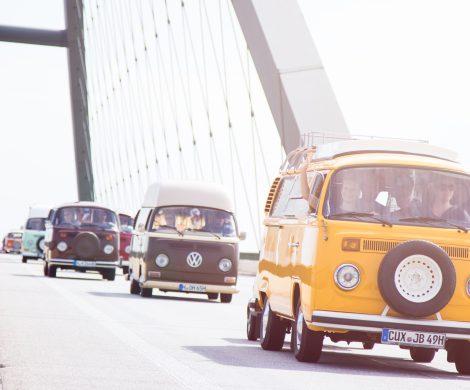 Bulli-Fahrer aus ganz Europa treffen sich an diesem Wochenende beim Bullifestival Fehmarn, 1.250 Fahrzeuge werden auf der Ostseeinsel erwartet.