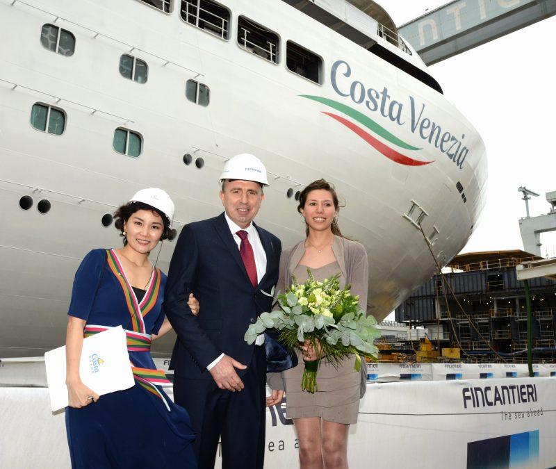 Mit der Costa Venezia hat das erste eigens für den chinesischen Markt gebaute Schiff von Costa Kreuzfahrten jetzt erstmals Wasser unter dem Kiel.