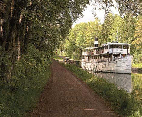 Die nostalgischen Fahrten durch Südschweden auf dem Göta-Kanal gehören zu den schönsten Schiffsreisen der Welt, hier die Angebote für Sommer 2019