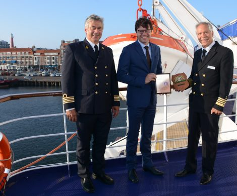 Die MS BERLIN hat als erstes Kreuzfahrtschiff überhaupt im niederländischen Scheveningen angelegt. Begrüßt wurden die Kreuzfahrer von einer lokalen Band