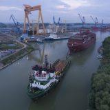 Die HANSEATIC nature hat erstmals Wasser unterm Kiel! Der etwa 6.500 Tonnen schwere Schiffsrumpf wird von Rumänien nach Norwegen geschleppt.