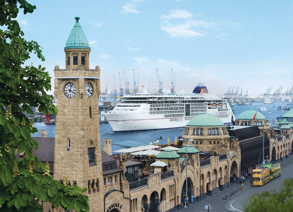 Die Europa 2 läutet die Hamburg-Saison mit einem besonderen Ereignis ein, einer Auslaufparade mit Segelbooten am 29. Juli 2018