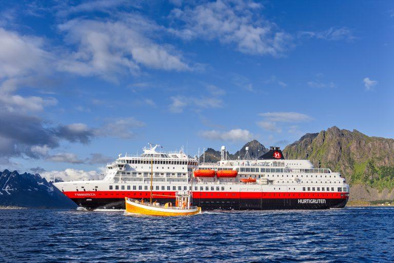 Hurtigruten hat seinen Katalog 2019/2020 mit den legendären Schiffsreisen von Januar 2019 bis Mai 2020 entlang der norwegischen Küste aufgelegt.