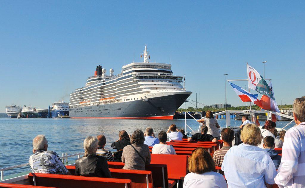 """Königlicher Besuch am Skandinavienkai in Lübeck-Travemünde: Die """"Queen Elizabeth"""" der Reederei Cunard Line kommt am 7. August"""