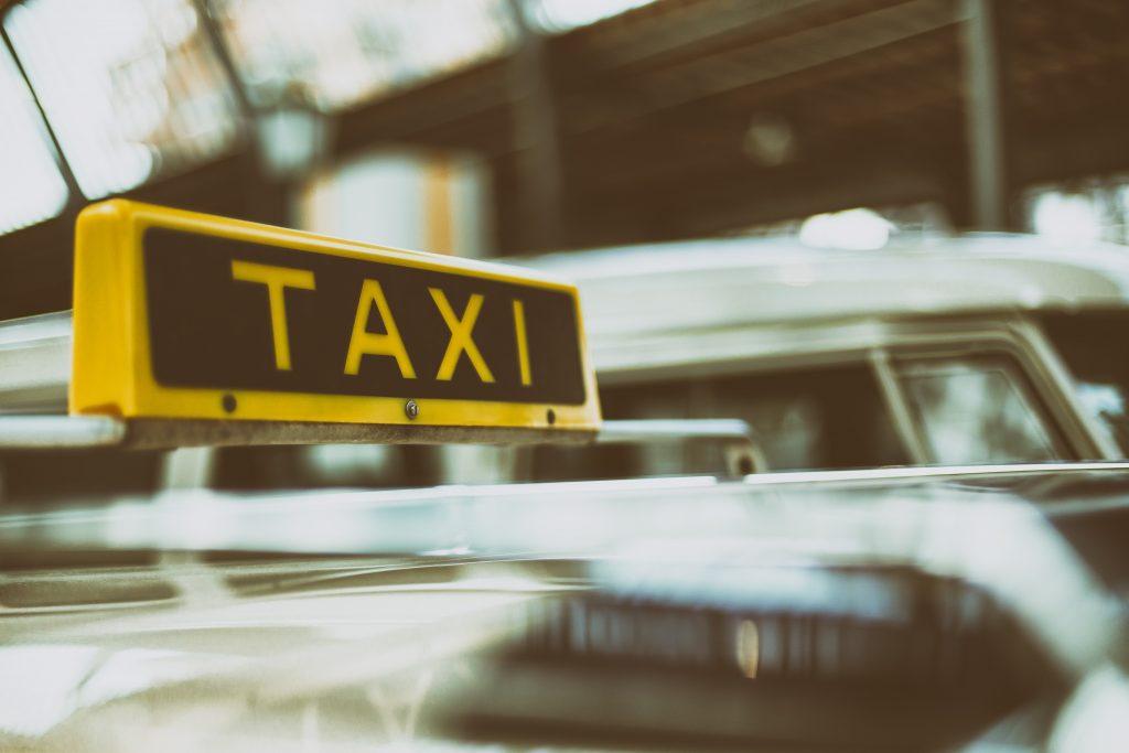 Wer auf Ostseekreuzfahrt in der finnischen Hauptstadt Helsinki an Land geht, kann jetzt kostenlos Taxi fahren - wenn er singt.