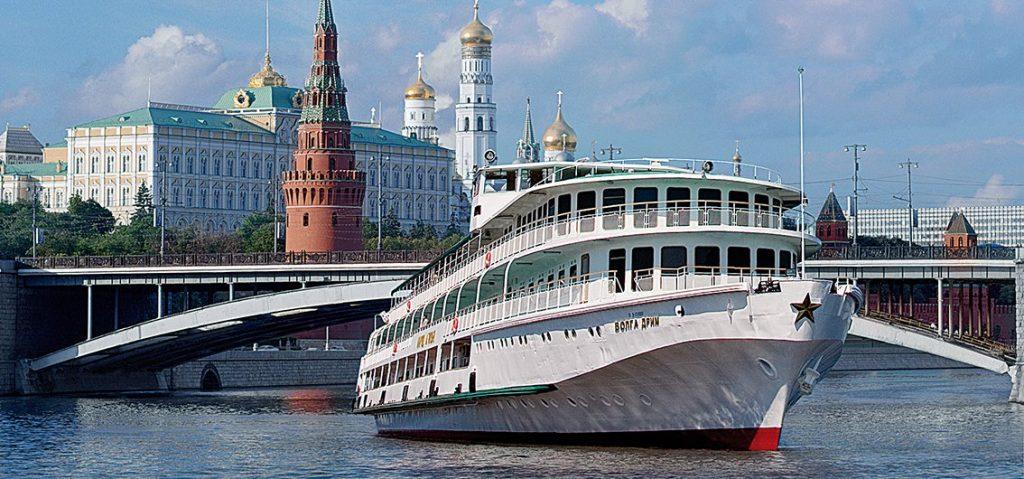 Russland bietet zahlreiche einmalig schöne Wasserwege wie Wolga, Ob und Irtysch. Auf der Wolga, dem längsten Fluss Europas, gehört der Oberlauf zwischen Moskau und St. Petersburg zu den besonders beliebten Strecken. B