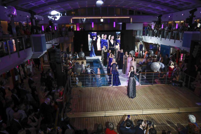"""Die Fashion2Night 2018 fand an Bord der Europa 2 in Hamburg statt. Das Designer-Duo Talbot Runhof präsentierte unter dem Motto """"Glaube, Liebe, Hoffnung"""""""
