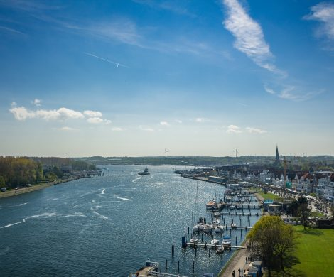 Der Standort für ein neues Kreuzfahrtterminal für große Schiffe an der Nordermole in Travemünde ist für Politiker der Hansestadt nicht umsetzbar.