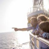 Zusätzlich zur normalen Kinderbetreuung gibt es an Bord vieler Reedereien ein abwechslungsreiches Programm, um den Nachwuchs auf Trab zu halten.