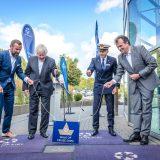 Zur Feier der 40-jährigen Partnerschaft von Costa Kreuzfahrten, dem Seehafen und der Stadt Kiel wurde eine Bronzeplakette am Ostseekai enthüllt.