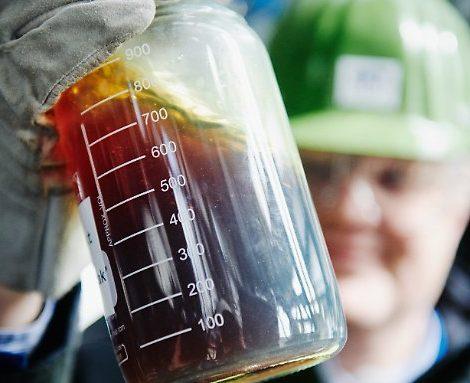 Der österreichische Energiekonzern OMV hat ein Verfahren mit dem Namen Reoil entwickelt, mit dem aus Plastikmüll Rohöl gewonnen werden kann.