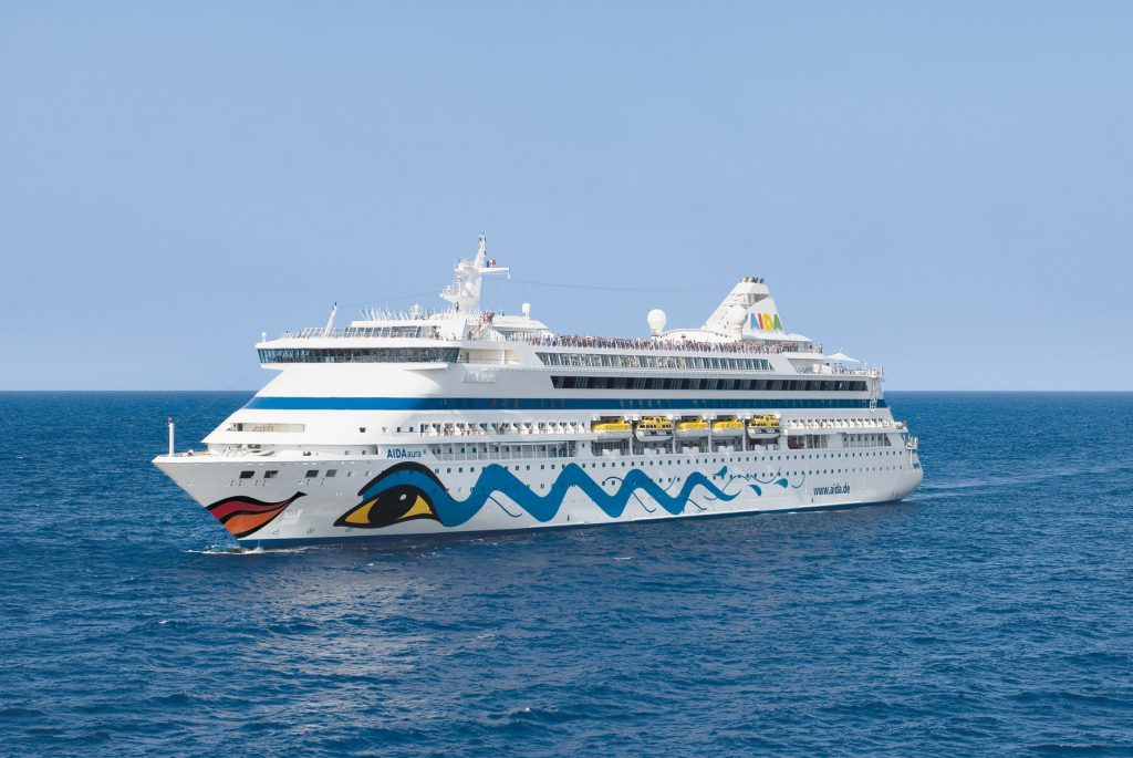 Am Montagabend, den 8. Oktober 2018, um 20:00 Uhr startet AIDAaura von Hamburg aus zu ihrer ersten Weltreise: 41 Häfen in 20 Ländern,rund 34.000 Seemeilen.